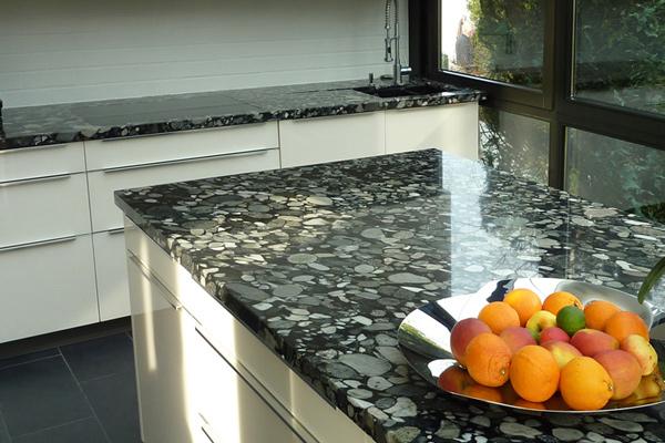 Naj granitni kuhinjski pulti prikažejo vašo kuhinjo v najsvetlejši luči